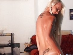 Tattooed sexbomb shows her lapdance and BJ sk