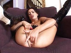 Dark haired vixen rubs her snatch