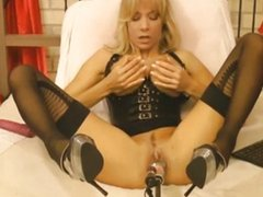blonde with nice tits machine fucked