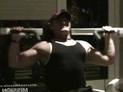 Muscle Hunk Shoots a huge load