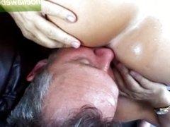 Comiendo el culo de Sara