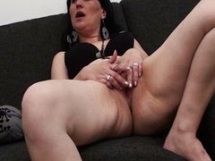 Experienced mature wife gets to fuck