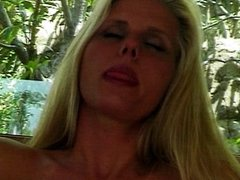 Blonde hussie rubbing her muff