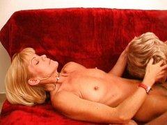 Blonde granny lesbians lick pussy