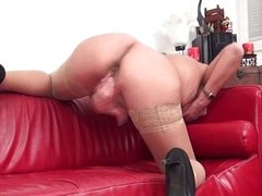Horny mature lady loves to finger fuck