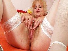 Mature Dominika old pussy masturbation