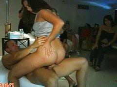 Yong girls doing blow job