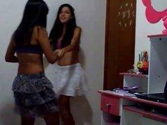 Bia e Brenda - Brazilian Lesbian Dancing