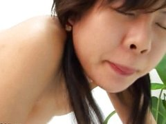 Japanese babe knows how to suck a cock