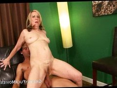 Mature slut stuffing her hairy pussy