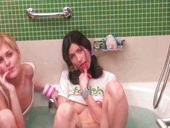 german teen chicks play in the bathtub