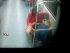 Casal flagrados fodendo em trem de sp...