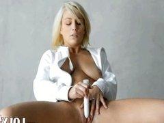 dildo in blondes snatch