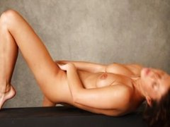 Curly brunet babe dildoing her snatch