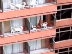 follando en el balcon del hotel 02