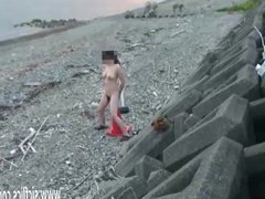 Amateur wife fucks a giant road cone outdoors