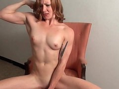 Sexy babe with muscle dildoing