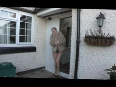 Georgie flashes repeatedly in front of her house