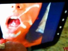 VIDEO 92 Punhetando e gozando no tablet IV