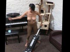 Kim vacuum topless