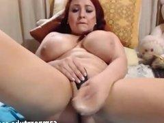 Busty milf pussy masturbates on webcam