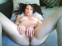 Coed girl fingering pussy on cam