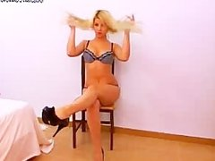 watch this babe having fun in front of the camera(2).wmv
