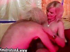 Hooker gets her pussy eaten out