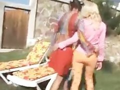 outdoor lesbians toying their holes