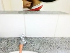 Piss e Punheta no Banheiro