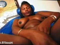 Black girl masturbates under the shower