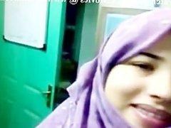 Pakistani Hijab Teen Girl Boobs Show