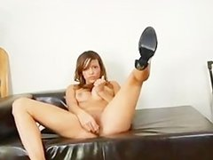 brunet making solo toying show