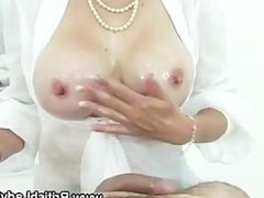 Mature british Lady Sonia gets a cumshot
