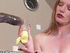 Mature brit lady enjoys sex machine