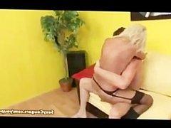 Zorra madura cabalga como una puta sobre el rabo de un semental