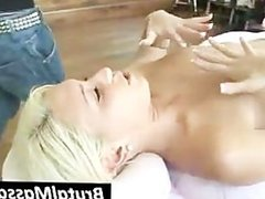 Babe gets pussy vibrated by masseur