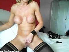 watch this british blonde playing with a dildo(5).flv