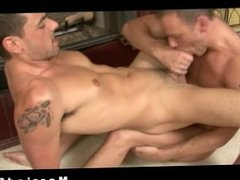 Hunks fucking and sucking on the floor part1