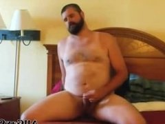 Paja De Oso Barbudo - Bearded Bear WankS In Bed gay porn gays gay cumshot
