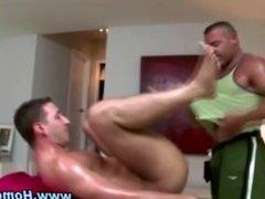 Horny gay bear masseuse sucks on cock