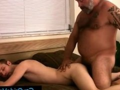 Gay dude getting his anus fingered by bear By Gaypridevault part2