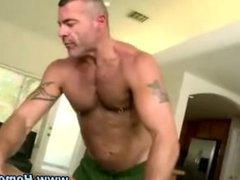 Muscular bear sucks straighty