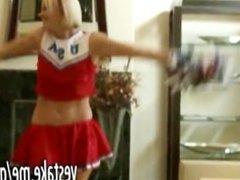 Cheerleader GF shows off skills and body