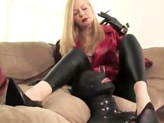 Kinky prodomme plays with gimps nipples