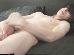 Dude jerks and cums all over himself part1