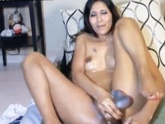 Asian hottie gets fucked on cam
