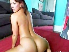Stunning girl shakes her amazing booty