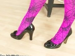 Slut gets her fetish going and shoes on
