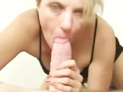 This horny slut is mature and has done this before